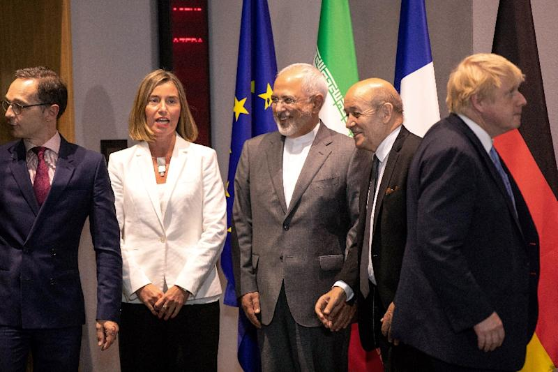 Iran FM Mohammad Javad Zarif (C), UK FM Boris Johnson (R), France FM Jean-Yves Le Drian (2nd R), Germany FM Heiko Maas (L) and EU High Representative for Foreign Affairs Federica Mogherini (2nd L) pose before a meeting May 15, 2018