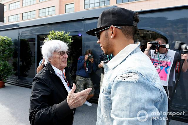 "Lewis Hamilton, Mercedes AMG, mit Bernie Ecclestone <span class=""copyright"">Alastair Staley / Motorsport Images</span>"