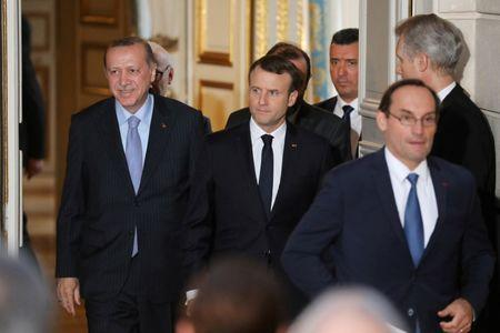 French President Emmanuel Macron (R) and Turkish President Recep Tayyip Erdogan (L) arrive for a joint press conference at the Elysee Palace in Paris, France, January 5, 2018.   REUTERS/Ludovic Marin/Pool