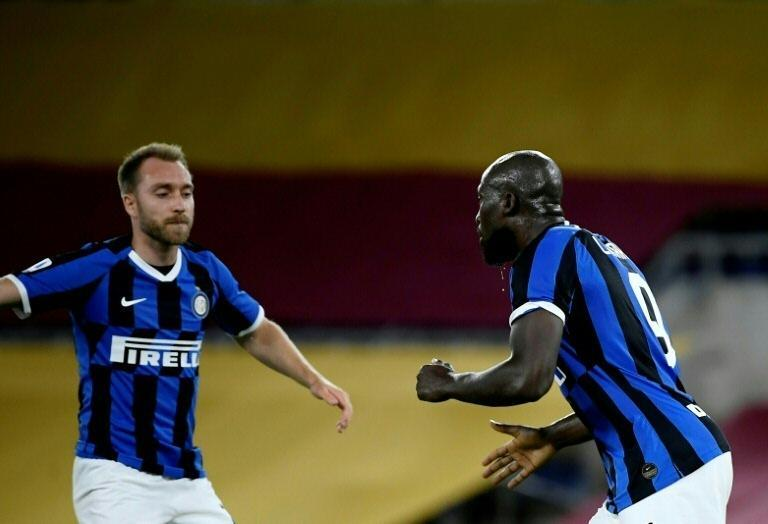 Inter Milan's Belgian forward Romelu Lukaku (R) has scored 23 league goals so far this season. (AFP Photo/Filippo MONTEFORTE)