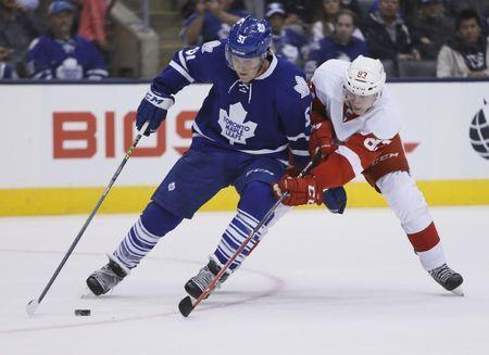 FILE PHOTO: Oct 3, 2015; Toronto, Ontario, CAN; Toronto Maple Leafs defenseman Jake Gardiner (51) tries to protect the puck from Detroit Red Wings forward Tomas Nosek (83) at the Air Canada Centre. Detroit defeated Toronto 2-1. Mandatory Credit: John E. Sokolowski-USA TODAY Sports / Reuters Picture Supplied by Action Images (TAGS: Sport Ice Hockey NHL) *** Local Caption *** 2015-10-04T020841Z_1162497725_NOCID_RTRMADP_3_NHL-PRESEASON-DETROIT-RED-WINGS-AT-TORONTO-MAPLE-LEAFS.JPG