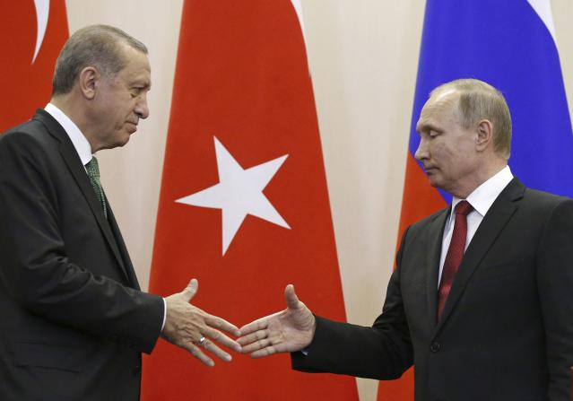 FILE PHOTO: Russian President Vladimir Putin (R) shakes hands with his Turkish counterpart Tayyip Erdogan during a news conference following their talks in Sochi, Russia May 3, 2017. REUTERS/Alexander Zemlianichenko/Pool/File Photo