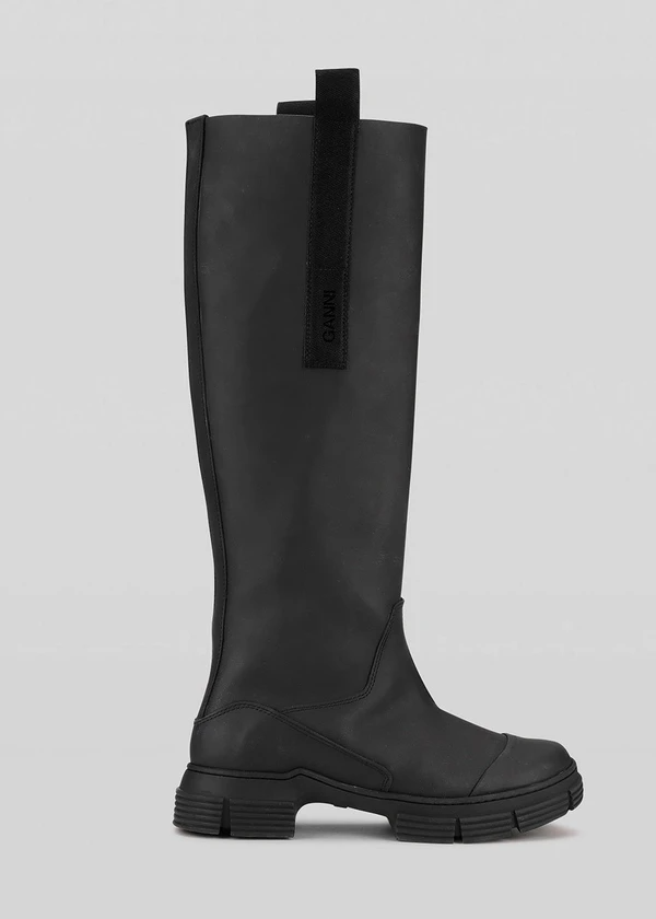 "<br><br><strong>Ganni</strong> Recycled Rubber Country Boot, $, available at <a href=""https://go.skimresources.com/?id=30283X879131&url=https%3A%2F%2Fthefrankieshop.com%2Fproducts%2Frecycled-rubber-country-boot-by-ganni-in-black"" rel=""nofollow noopener"" target=""_blank"" data-ylk=""slk:The Frankie Shop"" class=""link rapid-noclick-resp"">The Frankie Shop</a>"