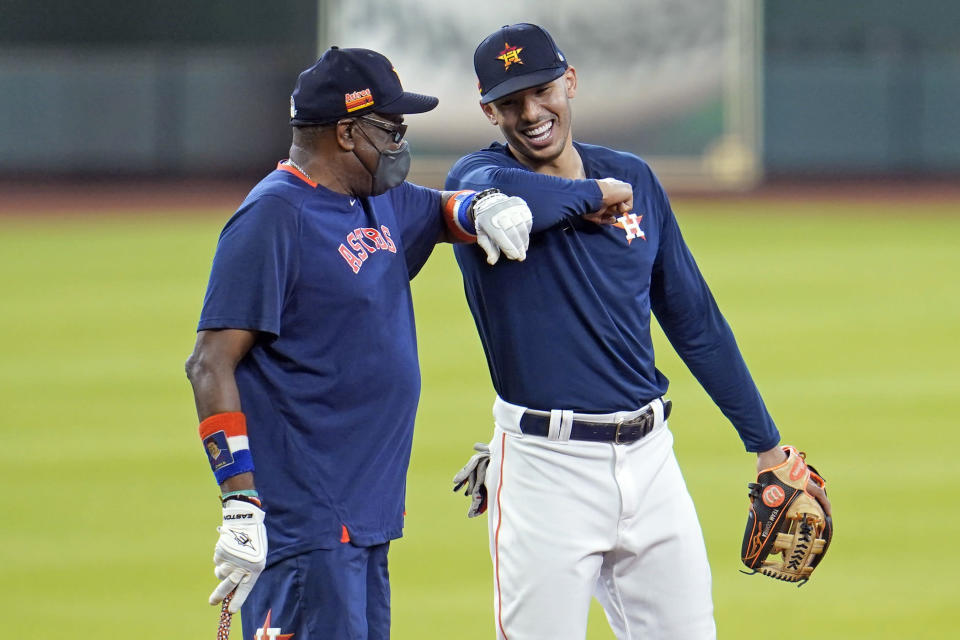 "New Astros manager Dusty Baker elbow bumps with shortstop <a class=""link rapid-noclick-resp"" href=""/mlb/players/9573/"" data-ylk=""slk:Carlos Correa"">Carlos Correa</a> during a summer camp workout at Minute Maid Park. (AP Photo/David J. Phillip)"