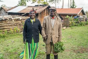 doTERRA Co-Impact Sourcing initiatives in Kenya provide smallholder farmers and harvesters with a stable income, regular agricultural training, and improved resources that encourage self-reliance.
