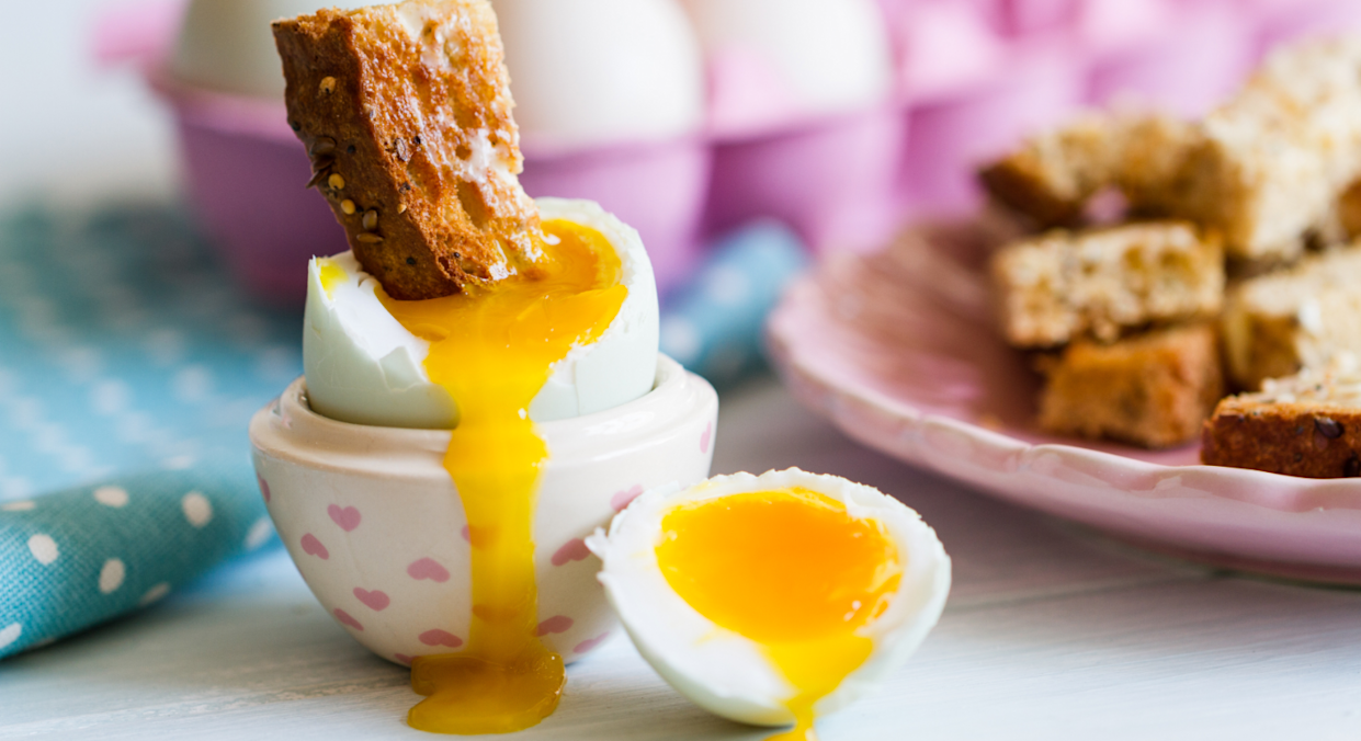 One man shared a story about how he paid £20 for a cup of tea, boiled egg and toast in a London cafe. [Photo: Getty]