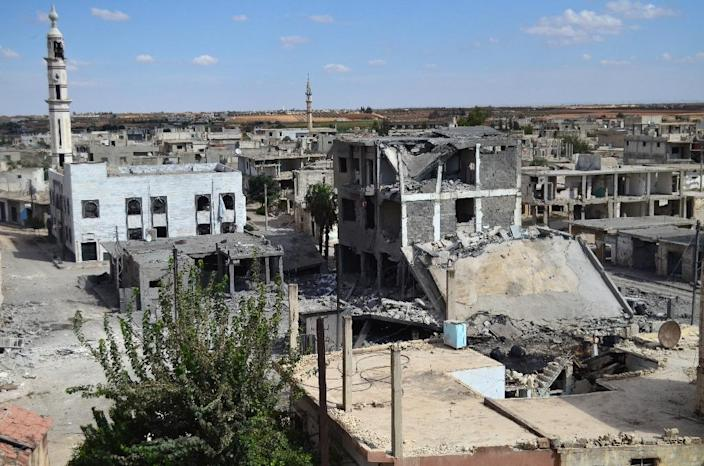 Deserted streets and damaged buildings in the central Syrian town of Talbisseh in the Homs province on September 30, 2015 (AFP Photo/Mahmoud Taha)