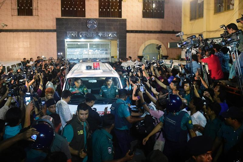 People gather around ambulances carrying the body of Mohammad Kamaruzzaman, a top Islamist leader convicted of war crimes, after he was executed in Dhaka on April 11, 2015 (AFP Photo/Munir Uz Zaman)