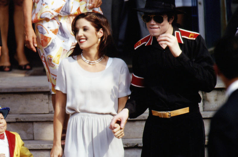 MICHAEL JACKSON AND LISA MARIE PRESLEY IN BUDAPEST (Photo by © Patrick Robert/Sygma/CORBIS/Sygma via Getty Images)