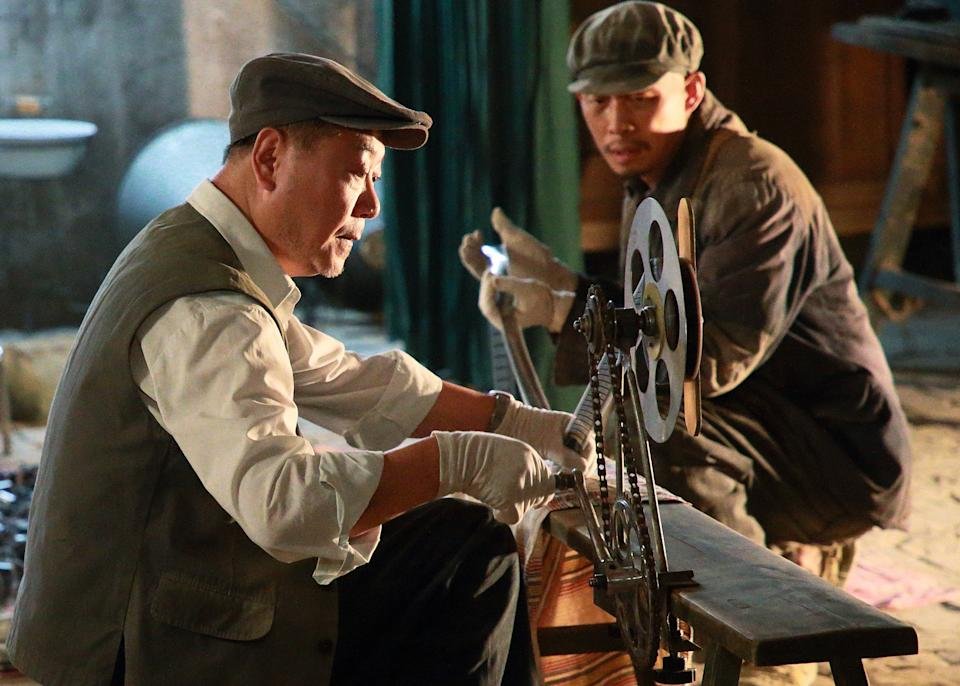 Fan Wei (left) and Zhang Yi in Zhang Yimou film One Second. (Photo: Golden Village Pictures)