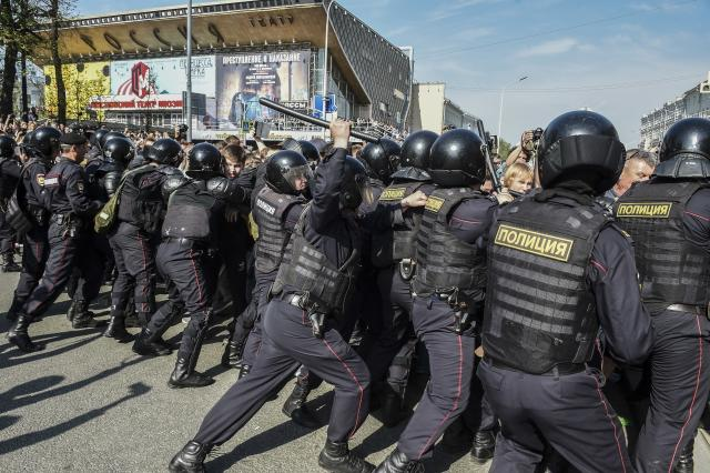 <p>Russian police push protesters back during a demonstration against President Vladimir Putin in Pushkin Square in Moscow, Russia, Saturday, May 5, 2018. (Photo: Dmitry Serebryakov/AP) </p>