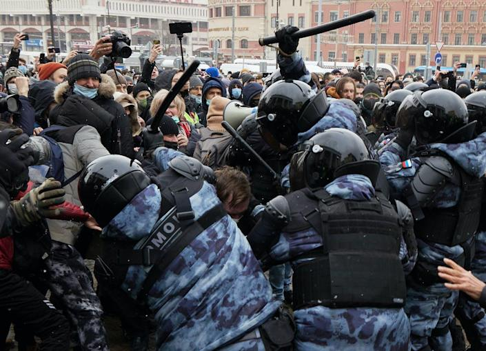 """<span class=""""caption"""">Protesters oppose riot police during a rally in support of jailed opposition leader Alexei Navalny on January 31, 2021 in Moscow, Russia. </span> <span class=""""attribution""""><a class=""""link rapid-noclick-resp"""" href=""""https://www.gettyimages.com/detail/news-photo/protesters-oppose-riot-police-during-a-rally-in-support-of-news-photo/1230895686?adppopup=true"""" rel=""""nofollow noopener"""" target=""""_blank"""" data-ylk=""""slk:Oleg Nikishin/Getty Images"""">Oleg Nikishin/Getty Images</a></span>"""