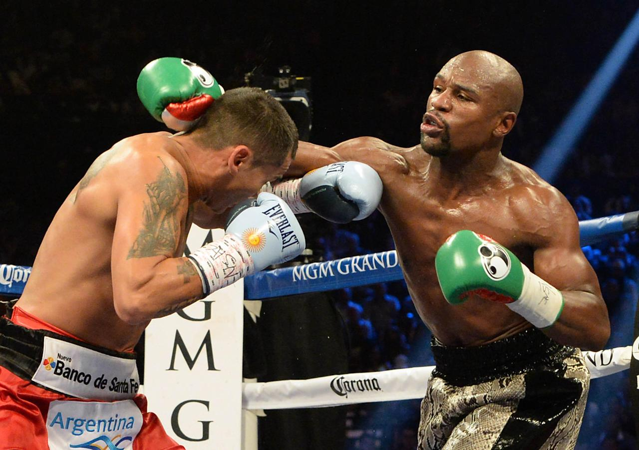 Floyd Mayweather beats Marcos Maidana via unanimous decision in rematch