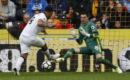 Britain Soccer Football - Hull City v Watford - Premier League - The Kingston Communications Stadium - 22/4/17 Watford's Troy Deeney shoots at goal and Hull City's Eldin Jakupovic tries to save it Action Images via Reuters / Jason Cairnduff Livepic