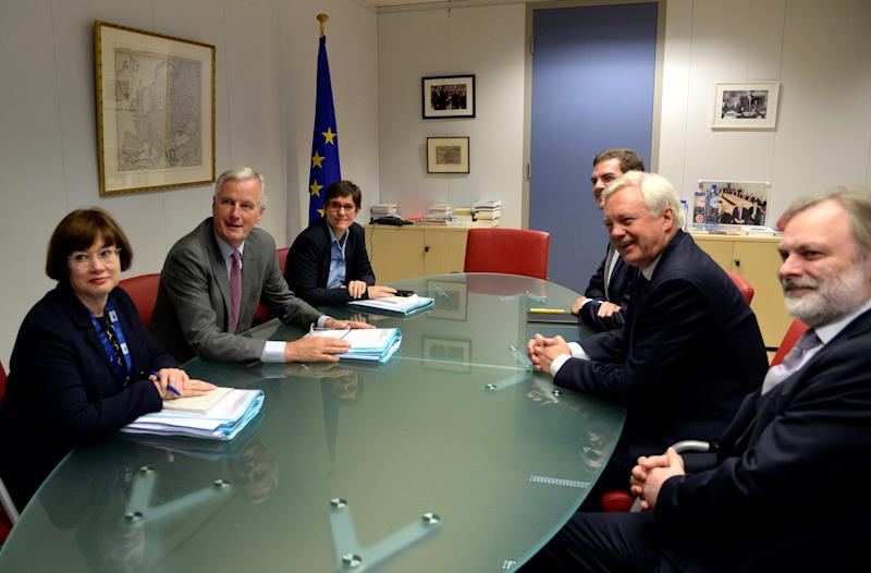 <strong>European Union's chief Brexit negotiator Michel Barnier and his delegation and Britain's Secretary of State for Exiting the European Union David Davis and his delegation attend a first full round of talks on Britain's divorce terms from the European Union</strong> (POOL New / Reuters)