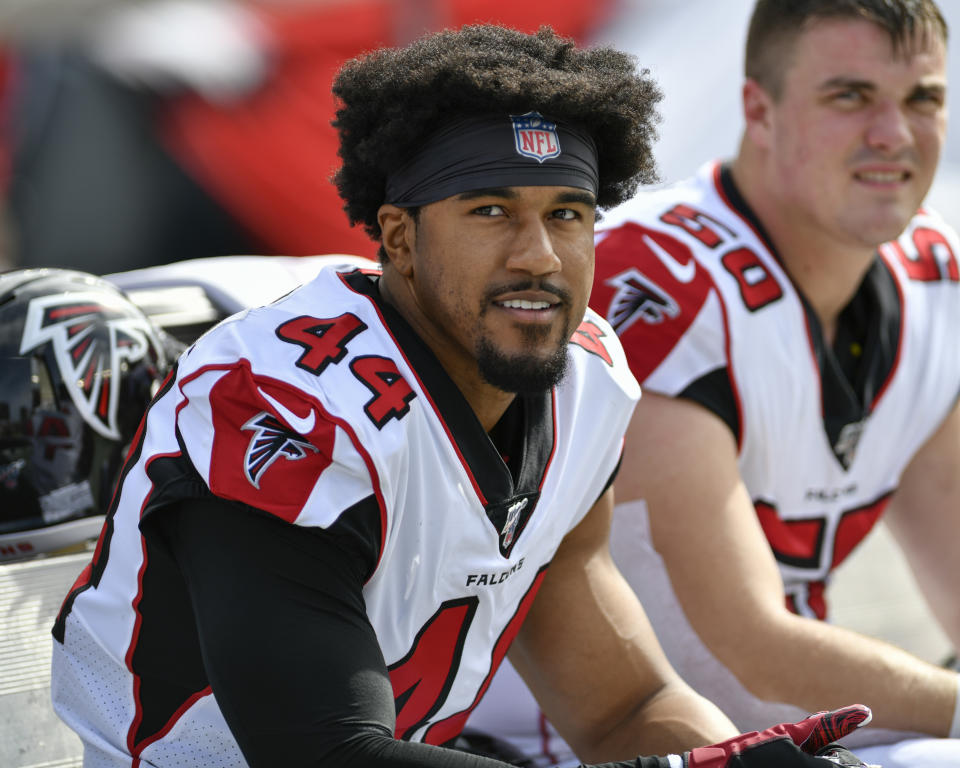 Former Atlanta Falcons defensive end Vic Beasley (44) signed with the Titans this offseason. (Photo by Roy K. Miller/Icon Sportswire via Getty Images)