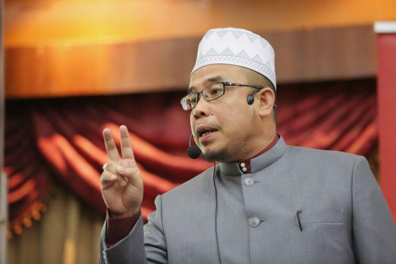 Perlis mufti says will meet Indian community to explain controversial poem
