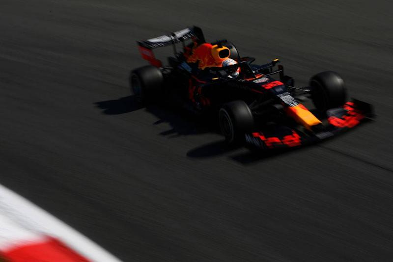 Verstappen fliegt im Training ab