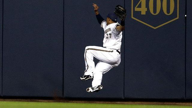 Carlos Gomez's catch pretty but painful