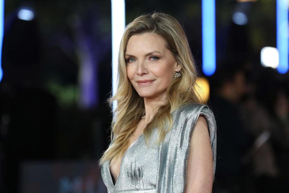 Actress Michelle Pfeiffer shines in a metallic dress at the 'Murder on the Orient Express' London premiere. (Photo: Getty Images)