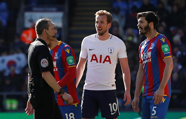 "Soccer Football - Premier League - Crystal Palace vs Tottenham Hotspur - Selhurst Park, London, Britain - February 25, 2018 Referee Kevin Friend speaks with Tottenham's Harry Kane and Crystal Palace's James Tomkins Action Images via Reuters/Paul Childs EDITORIAL USE ONLY. No use with unauthorized audio, video, data, fixture lists, club/league logos or ""live"" services. Online in-match use limited to 75 images, no video emulation. No use in betting, games or single club/league/player publications. Please contact your account representative for further details."