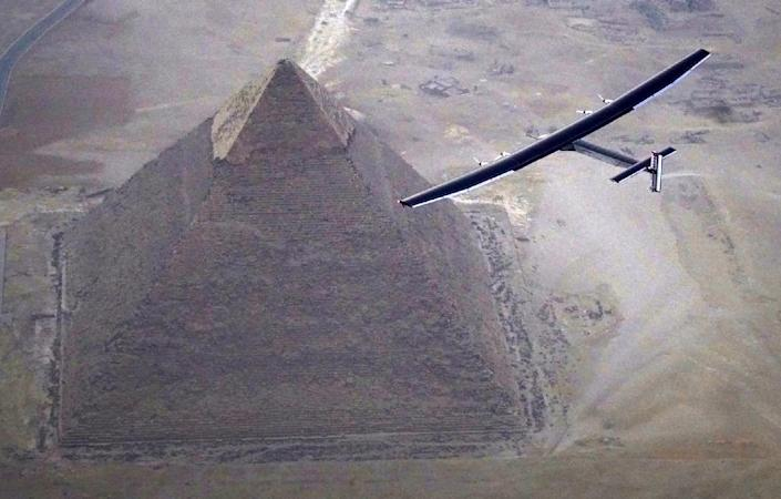 Solar Impulse 2 plane, piloted by Swiss pioneer Andre Borschberg, flies over the pyramids of Giza in Egypt, on July 13, 2016 (AFP Photo/Jean Revillard)