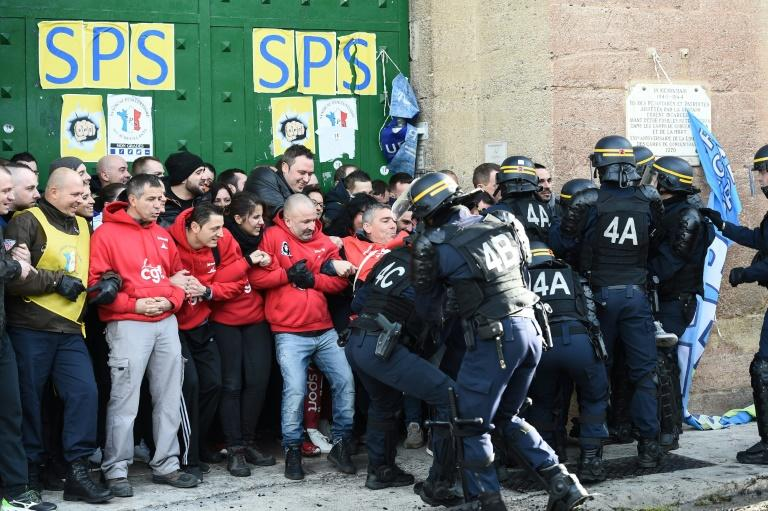 France hit with nationwide strike over prison guards attacks