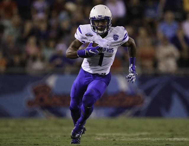 """<a class=""""link rapid-noclick-resp"""" href=""""/ncaaf/players/255453/"""" data-ylk=""""slk:Tony Pollard"""">Tony Pollard</a>'s 99-yard kickoff return in Week 1 was a big boon for some jewelry purchasers in Memphis. (Getty)"""