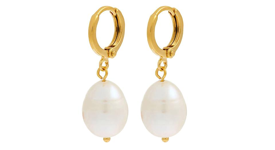 Gold-plated irregular pearl earrings
