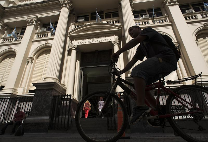 The facade of the Argentine Central Bank in downtown Buenos Aires, on January 27, 2014
