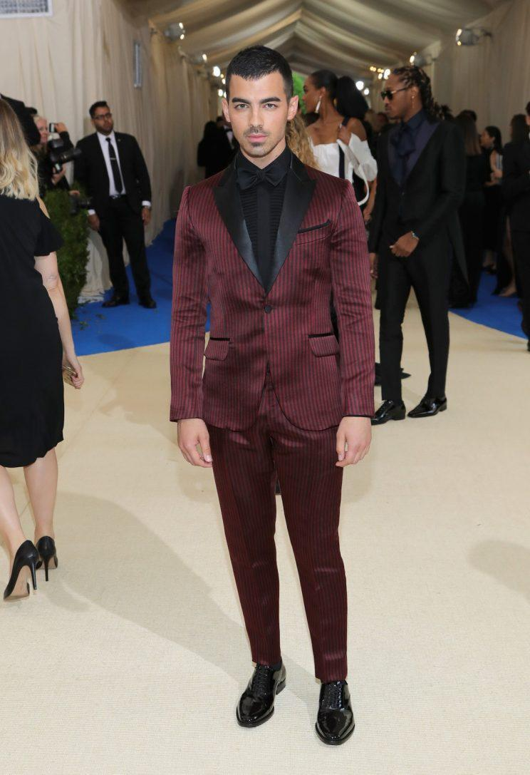 H&M's custom suit for Joe Jonas at Met Gala 17