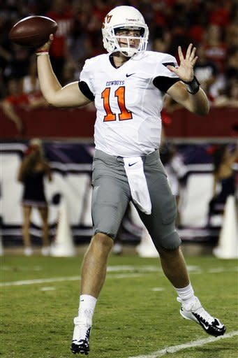 Oklahoma State quarterback Wes Lunt (11) throws against Arizona during the first half of an NCAA college football game at Arizona Stadium in Tucson, Ariz., Saturday, Sept. 8, 2012. (AP Photo/Wily Low)