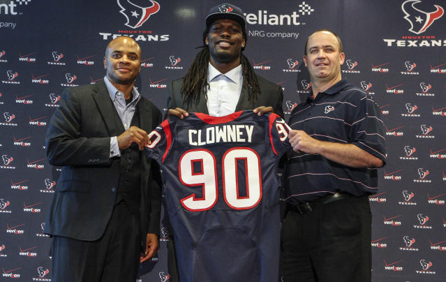 Top overall pick Jadeveon Clowney signs with Houston Texans