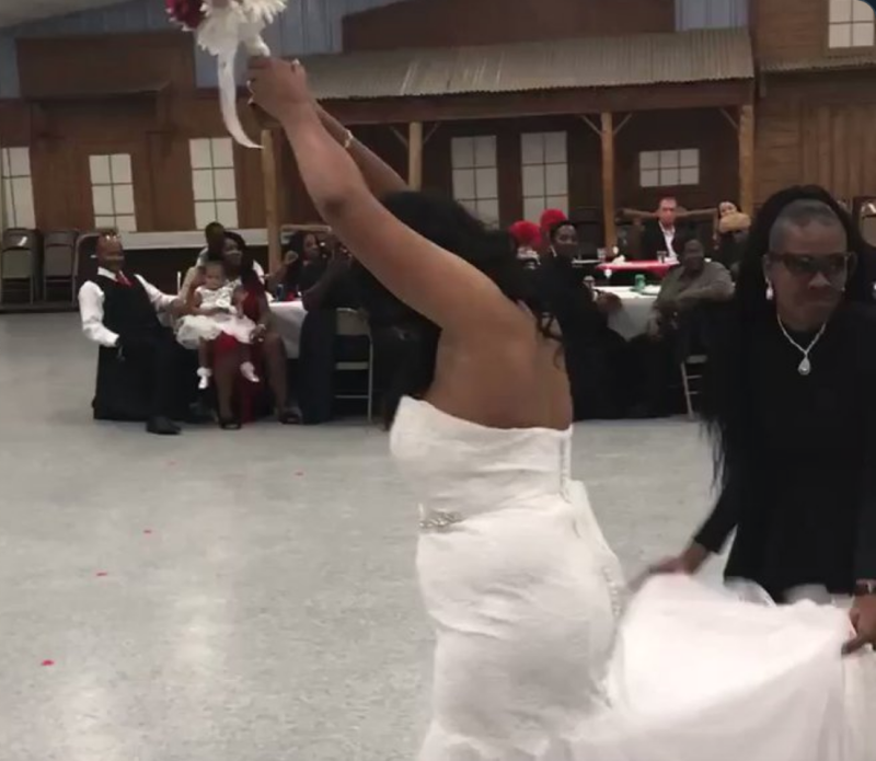 The bride and her brother orchestrated an epic proposal plan. (Image via Twitter)
