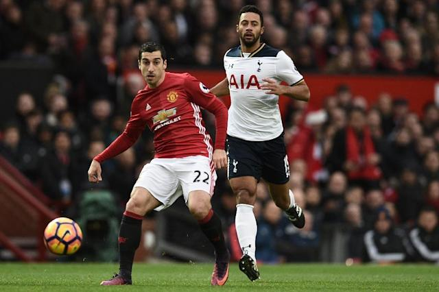 Manchester United midfielder Henrikh Mkhitaryan (L) in action against Tottenham Hotspur at Old Trafford on December 11, 2016 (AFP Photo/OLI SCARFF)
