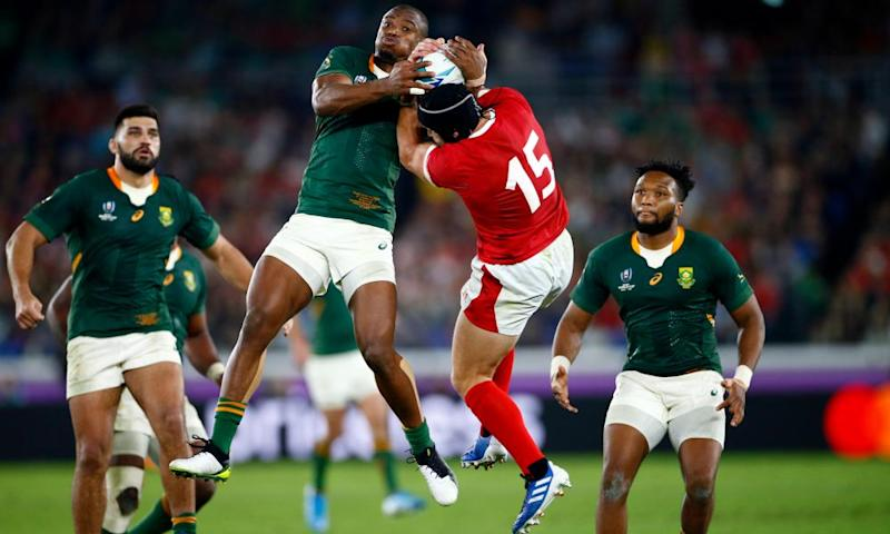 Makazole Mapimpi of South Africa and Leigh Halfpenny of Wales during the Rugby World Cup semi-final