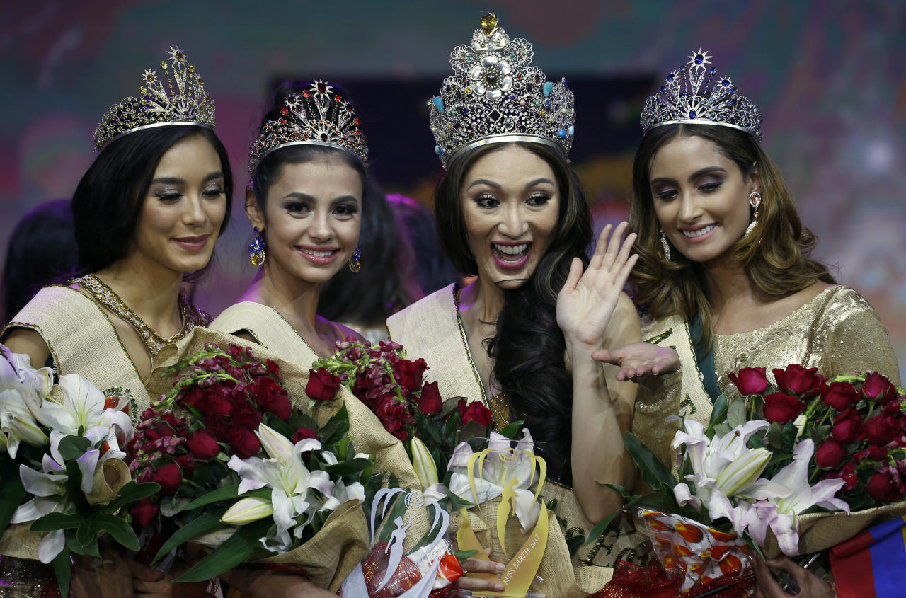 <p>The new Miss Earth 2017 Karen Ibasco, second from right, of the Philippines, poses with Colombia's Juliana Franco, right, Miss Earth Water 2017 (1st Runner up), Australia's Nina Robertson, left, Miss Earth Air 2017( 3rd Runner-up) and Russia's Lada Akimova, second from left, as Miss Earth Fire 2017 (2nd Runner-up) (Photo: Associated Press) </p>