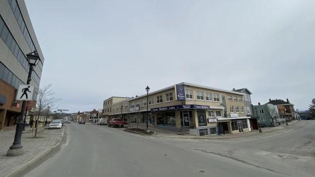 Downtown Edmundston has been quiet over the past few days following a spike in cases of COVID-19. (Jessica Savoie/Radio-Canada - image credit)