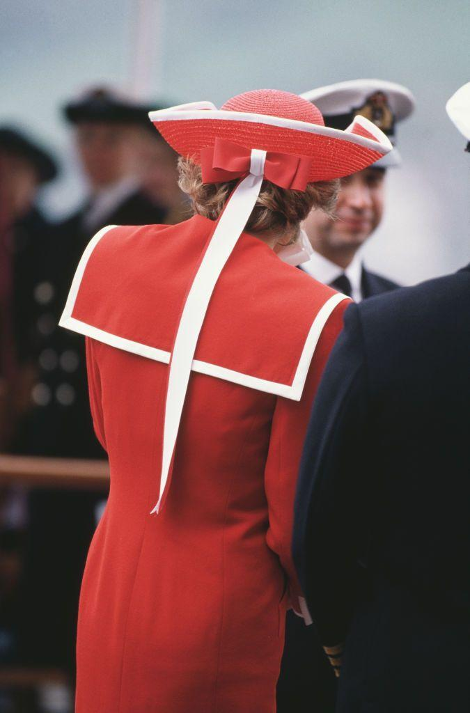 <p>The Princess of Wales paid a sartorial tribute to the Royal Navy when she visited the Royal Naval College in Dartmouth, in 1989.<br></p>