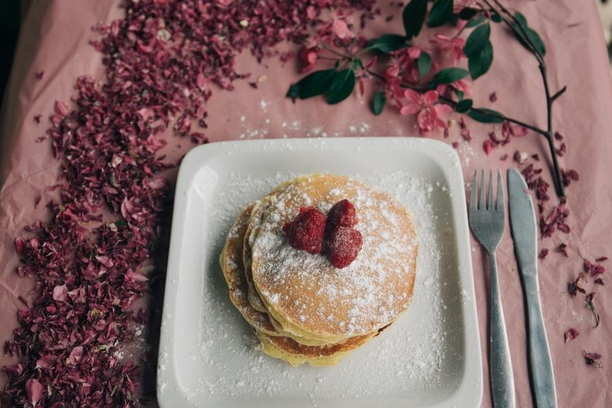 """<p>Yes pancakes! <a href=""""http://www.phlaunt.com/diabetes/43067291.php"""">This</a> recipe swaps out flour for protein powder for a tasty carb free breakfast or anytime treat.</p><p><i>[Photo: pexels]</i><br /></p>"""
