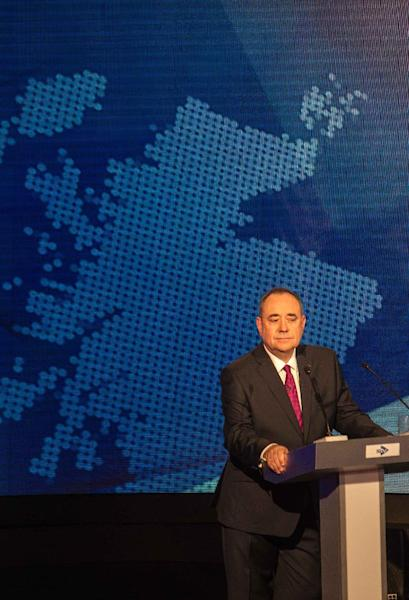 Scotland's First Minister Alex Salmond listens during an STV live television debate on Scottish independence in Glasgow, Scotland on August 5, 2014 (AFP Photo/Peter Devlin)