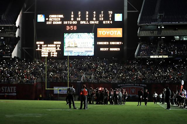 "Fans and players look on while half of the stadiums lights went out during the second half of a game between the <a class=""link rapid-noclick-resp"" href=""/ncaab/teams/sae/"" data-ylk=""slk:San Diego State Aztecs"">San Diego State Aztecs</a> and the <a class=""link rapid-noclick-resp"" href=""/ncaab/teams/sca/"" data-ylk=""slk:Stanford Cardinal"">Stanford Cardinal</a> at Qualcomm Stadium on September 16, 2017 in San Diego, California. (Photo by Sean M. Haffey/Getty Images)"