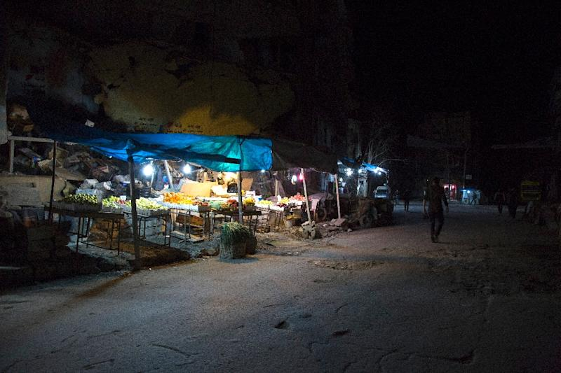 Vendors set up on a street in the northern Syrian city of Aleppo just hours before a midnight ceasefire (AFP Photo/Karam Al-Masri)