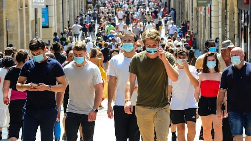 People in large cities must wear masks, French high court rules