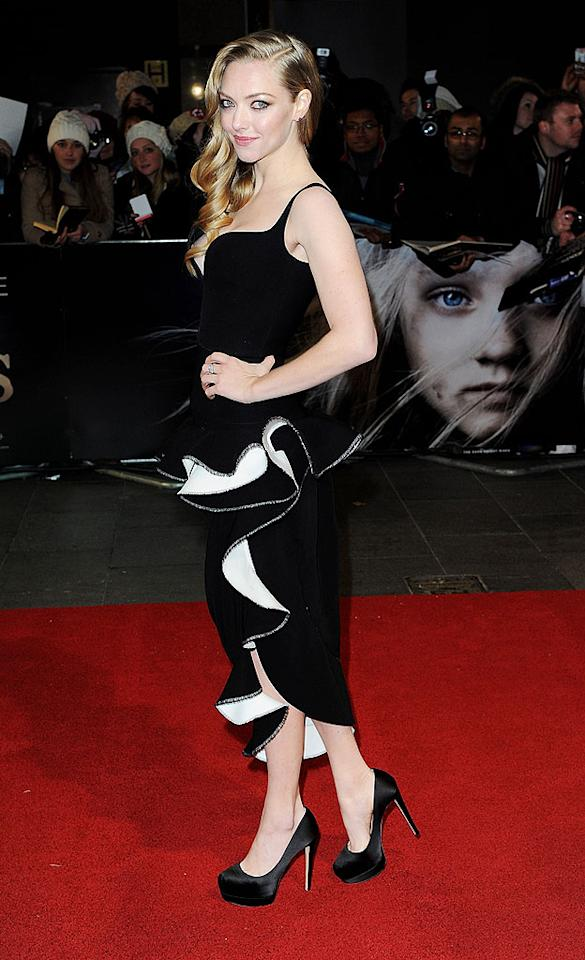 LONDON, ENGLAND - DECEMBER 05:  (EMBARGOED FOR PUBLICATION IN UK TABLOID NEWSPAPERS UNTIL 48 HOURS AFTER CREATE DATE AND TIME. MANDATORY CREDIT PHOTO BY DAVE M. BENETT/WIREIMAGE REQUIRED)  Amanda Seyfried attends the World Premiere of 'Les Miserables' at Odeon Leicester Square on December 5, 2012 in London, England.  (Photo by Dave M. Benett/WireImage)