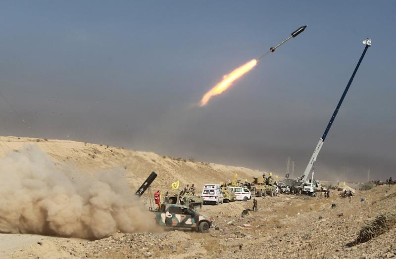 Iraqi Shiite fighters from the Popular Mobilisation units, fighting alongside Iraqi forces, fire a rocket during a military operation against Islamic State (IS) group jihadists as they advance towards the centre of Baiji on October 18, 2015 (AFP Photo/Ahmad Al-Rubaye)