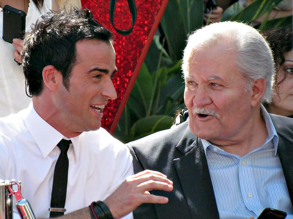 Justin Theroux sitting next to his future father-in-law, John Anthony Aniston, at Jennifer Aniston's Star Ceremony.