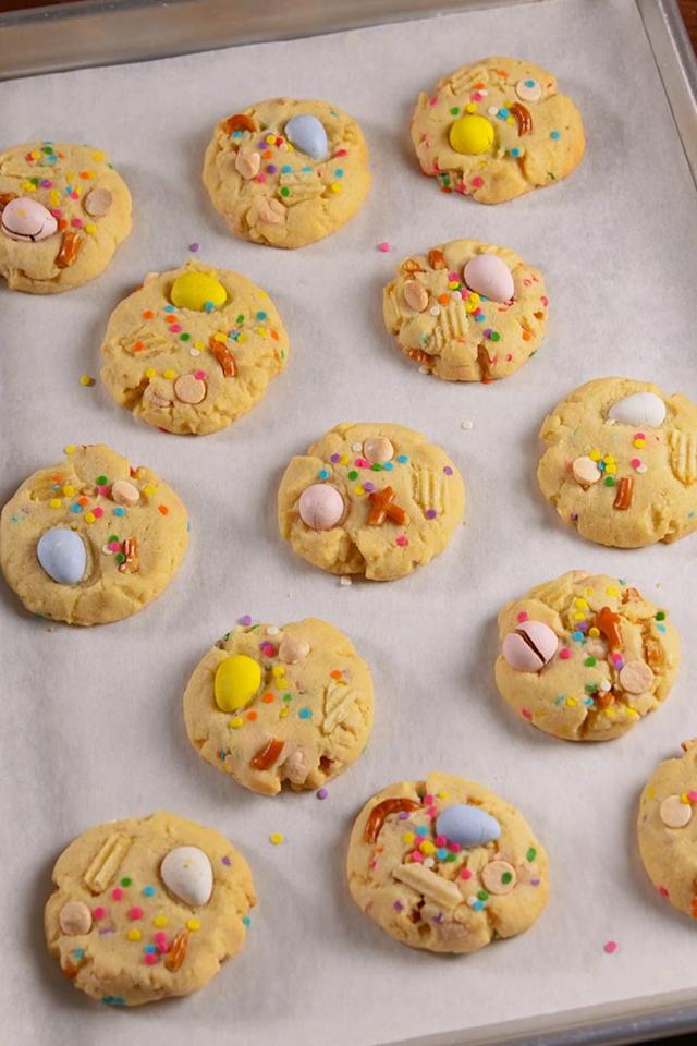 """<p>In 30 minutes, you could be eating these.</p><p>Get the recipe from <a href=""""/cooking/recipe-ideas/recipes/a51891/easter-trash-cookies-recipe/"""" target=""""_blank"""">Delish</a>.</p>"""