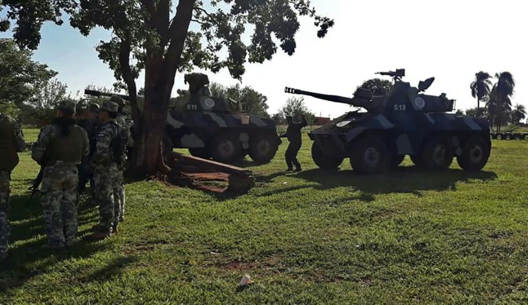 Handout picture released by Paraguay's ABC TV showing armed forces taking position following the escape of 76 inmates from the prison in Pedro Juan Caballero, 500 kilometers northeast of Asuncion, on January 19, 2020 (AFP Photo/HO)