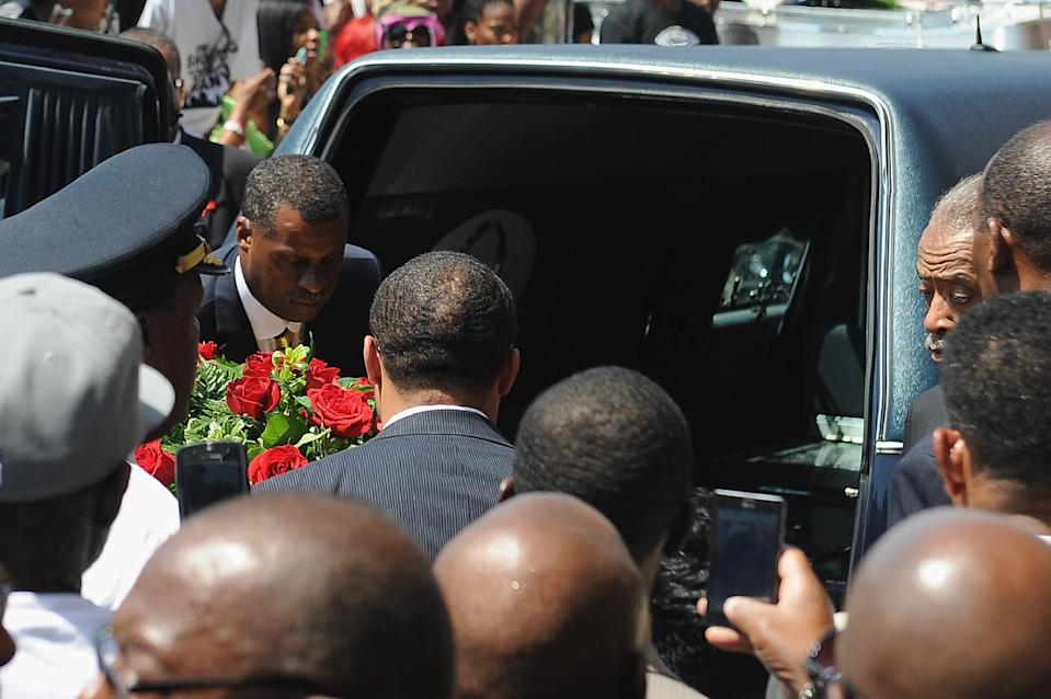 The casket of slain 18-year-old Michael Brown Jr. is loaded into a hearse following his funeral in St. Louis, Missouri, August 25, 2014 (AFP Photo/Michael B. Thomas)